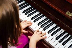 Có nên mua đàn piano điện cũ giá rẻ cho người mới bắt đầu?