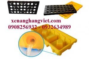 Pallet nhựa chống tràn dầu và hóa chất giá tốt nhất trên thị trường kích thước 130x68x30cm